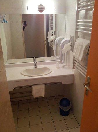 Val Hôtel  : Salle de bain