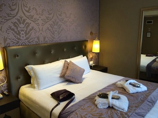 Arcadia Boutique Hotel: Our wee room