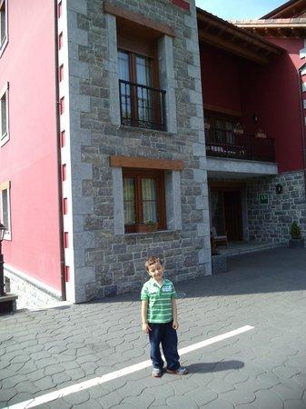 Apartamentos Rurales La Vina: entrada apartamentos