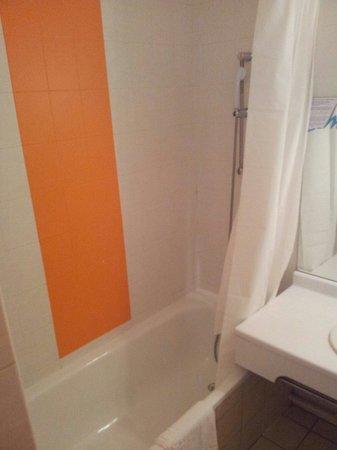 Val Hôtel  : Baignoire douche