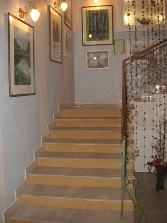 Art-hotel Trezzini: лестница на 2 этаж