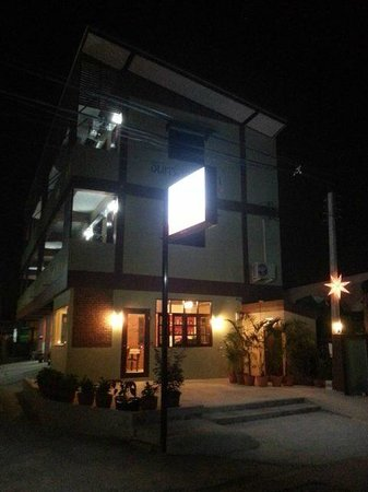 Jansupar Court: night time