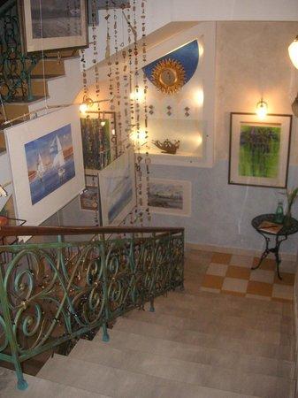 Art-hotel Trezzini: лестница на ресепшн