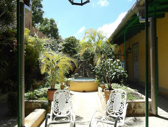 Casa Carlos Gil Lemes: Patio
