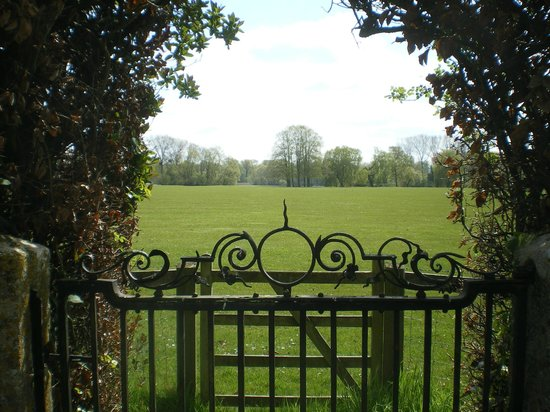 Frampton Court : View onto the grounds