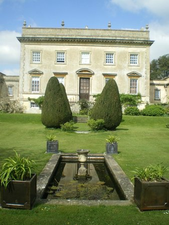 Frampton Court : Back of house and garden