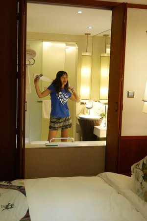 "Lordpan's Shenzhenair Hotel: View from the Room into the Bathroom through a ""window"" (which can be opened)"