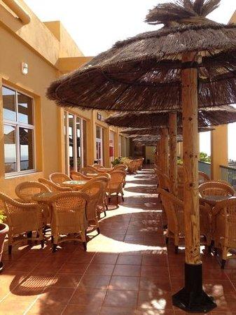 Ambar Beach Resort & Spa: allee vers le bar interieur