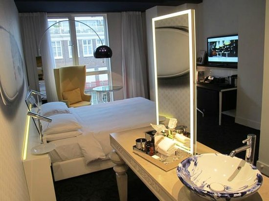 Andaz Amsterdam Prinsengracht: Modern and uniquely designed guest room
