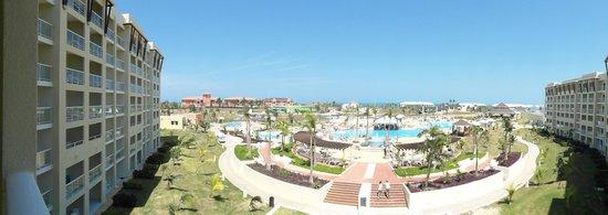 Hotel Meliá Marina Varadero: Ausblick in den Poolbereich