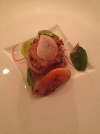 Whites Restaurant and Patisserie: Hand dived scallop with peanut sauce