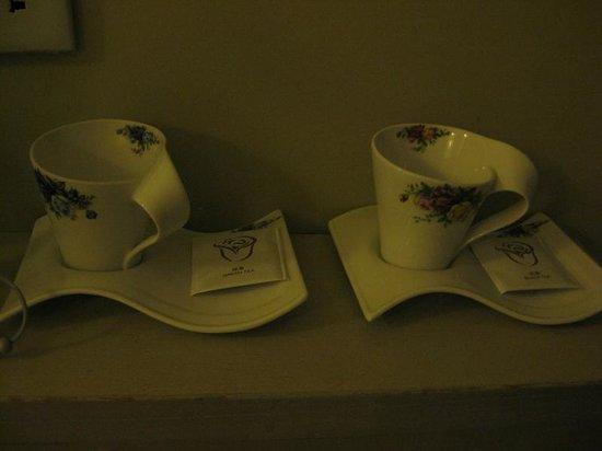 Ole London Hotel : カップと紅茶