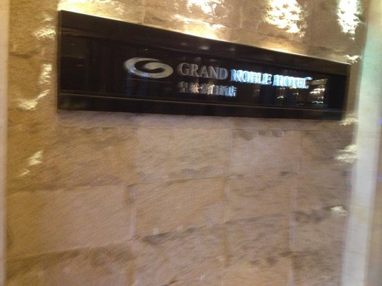 Grand Noble Hotel: Entrance