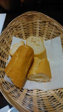 Taberna Mariano: El pan para cuatro personas