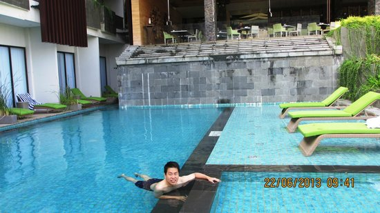 Four Points by Sheraton Bali, Seminyak : Pool with crystal-clear water