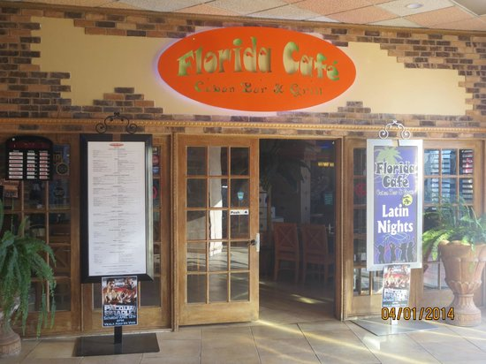 Florida Cafe Cuban Restaurant: dining room entrance