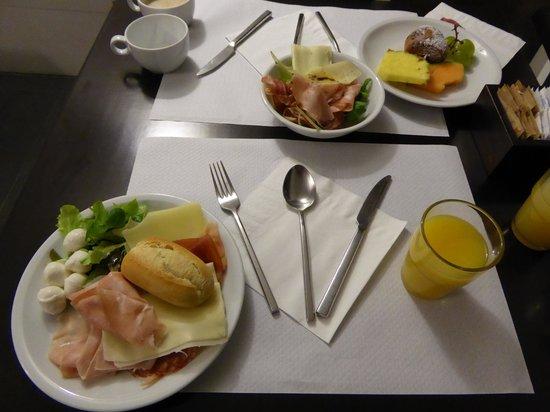 Smart Hotel Milano Centrale: 自分でとってきた朝食