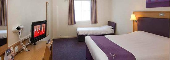 Premier Inn Swindon Central Hotel: Twin room for 2 adults