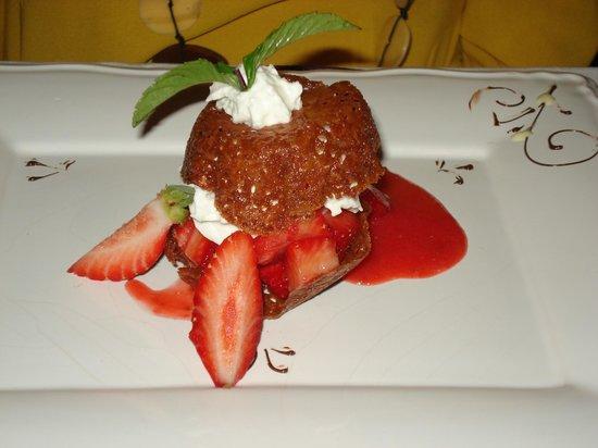 L'Armandine : Croustillant au miel et aux fraises