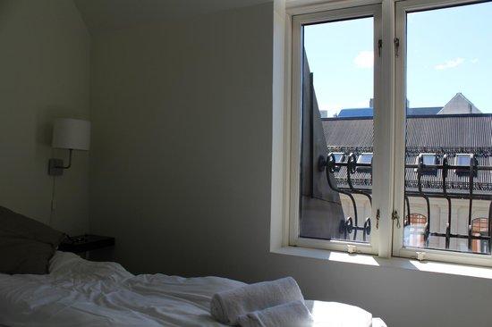Saga Poshtel Oslo Central: Habitación doble con baño privado.