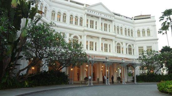 Raffles Hotel Singapore: Вот он, отель Раффлз