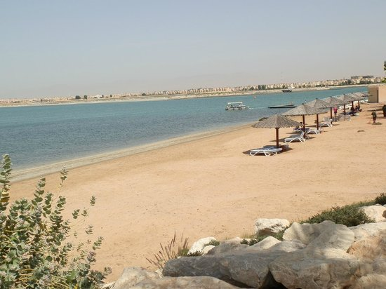 Hilton Al Hamra Beach & Golf Resort: laguna
