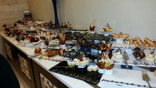 Melas Lara Hotel: Dessert