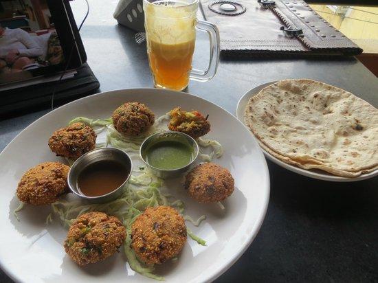 Millets of Mewar Restaurant: Veg kebabs, great mint sauce