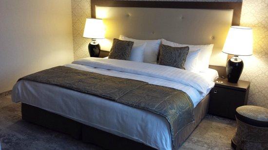 Metropolitan Boutique Hotel : A lrge double bed