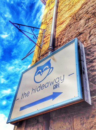 The Hideaway Cafe: Walk this way