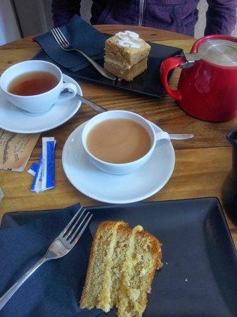 Aroma Cafe: Tea and cake time