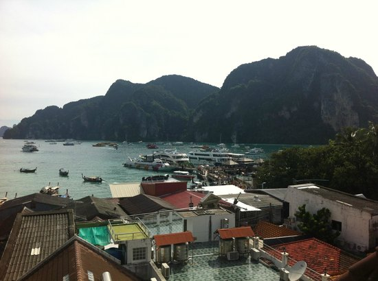 Phi Phi Hotel : The view from the other side of the hotel to Tonsai Bay
