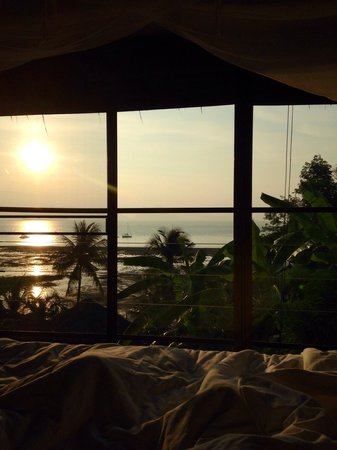 Paradise @ Koh Yao: Coffee in bed watching the sunrise!