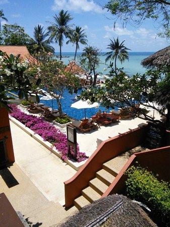 Renaissance Koh Samui Resort & Spa : VERS LA PISCINE ET PLAGE