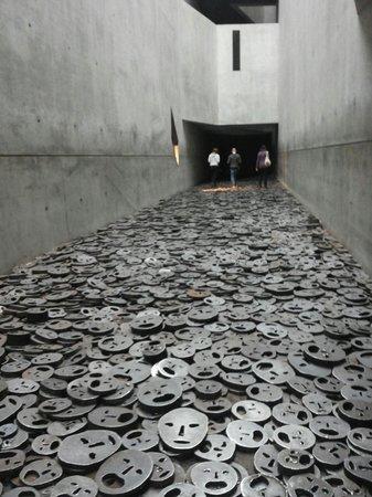 Jüdisches Museum Berlin: Sala delle facce