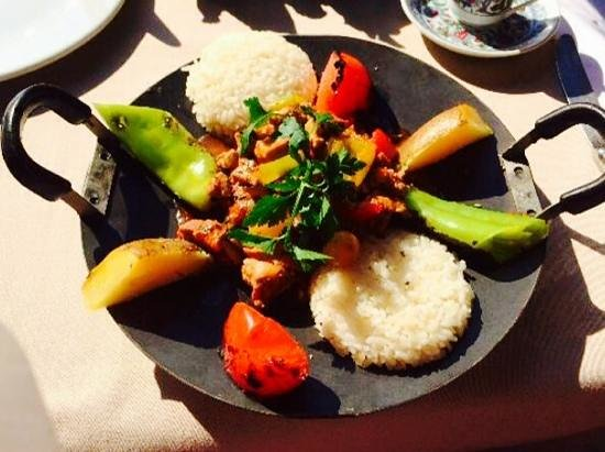 Pasazade Restaurant Ottoman Cuisine : lamb meats with rice and grilled vegetables