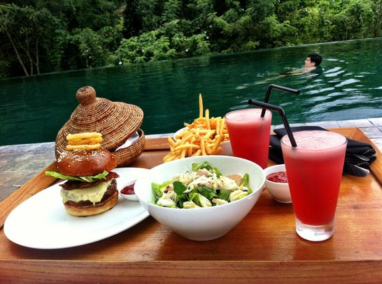 Alila Ubud : Had lunch around the pool. The staff waited on us hand and foot. The food was divine.