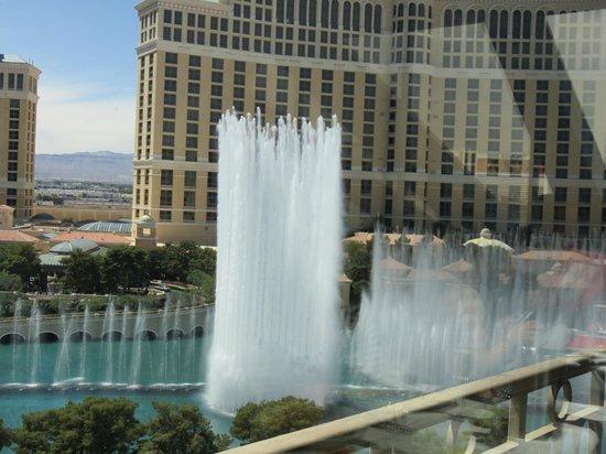 Eiffel Tower Restaurant at Paris Las Vegas : View of Bellagio fountains from the restaurant