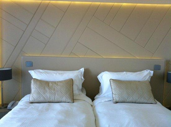 Hôtel les bains de Cabourg : chambre élégante et design