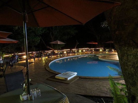 Westend Hotel : PoolSide at Night
