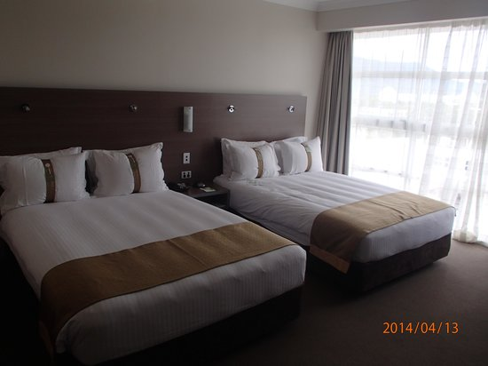 DoubleTree by Hilton Hotel Cairns: large windows for light and views
