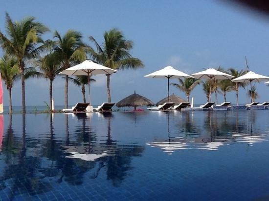 Princess D'An Nam Resort & Spa: infinity pool
