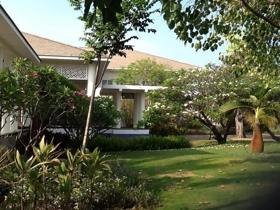 Princess D'An Nam Resort & Spa: gardens