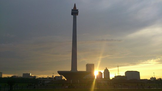 National Monument (MONAS) : Sunset at MONAS