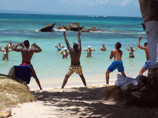 Luxury Bahia Principe Cayo Levantado : Animation de la plage