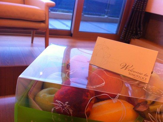 Daemyung Resort Vivaldi Park: 환영 카드 & 서비스 과일