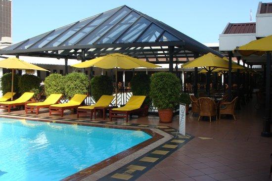 Sarova Stanley: restaurant bij rooftop pool
