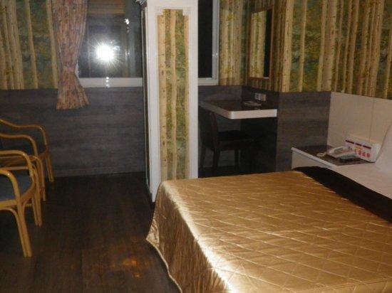 Hua Yue Hotel : ゆとりある部屋でした