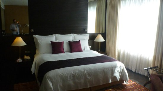 Sukhumvit Park, Bangkok - Marriott Executive Apartments: Nice King Bed