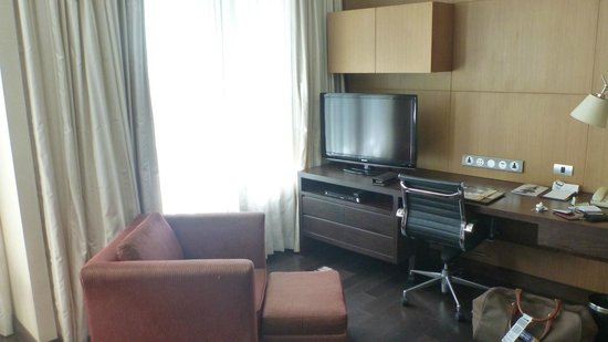 Sukhumvit Park, Bangkok - Marriott Executive Apartments: TV Area